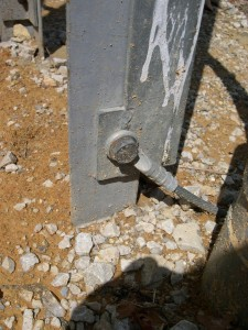 Liaison du câble cuivre au pylône