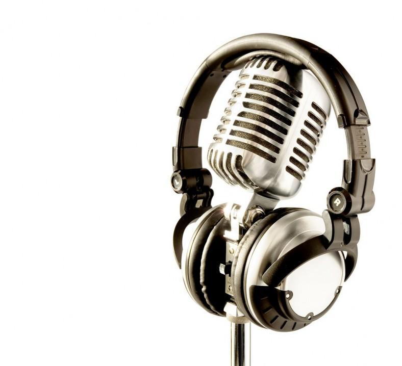 professional-retro-microphone--dj-headphones-